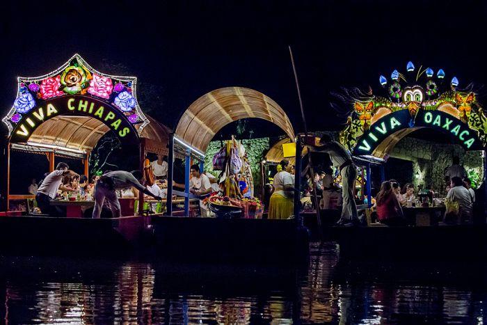Celebra el mes más mexicano en Xoximilco