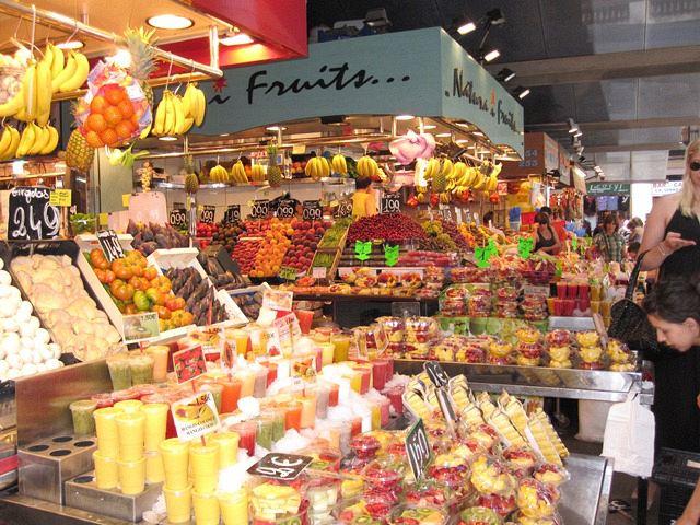 La boquer a un mercado de tradici n en la era moderna - Calle boqueria barcelona ...