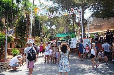 Mercado hippie, uno de los más populares de Santa Eulalia