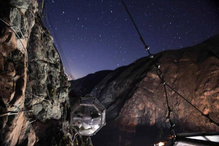 Hoteles en Cusco: ¡duerme en una cápsula colgada de una montaña!