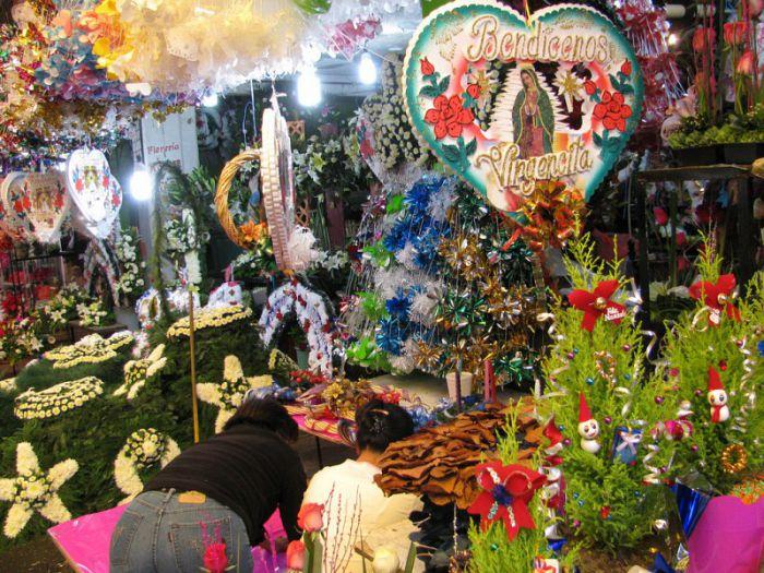 Arreglos florales en el mercado de Jamaica