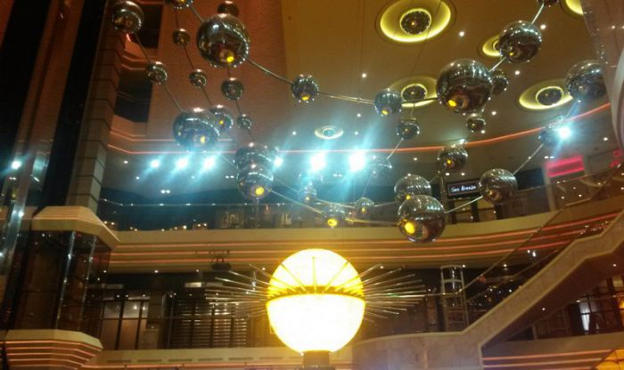 Decoración del lobby del barco de Carnival Sunshine