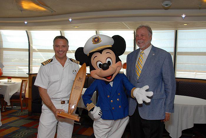 Vive la magia a bordo de un crucero de Disney®