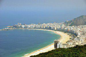 Existen más de 50 kilómetros de playas de Río de Janeiro, de las cuales Copacabana es la más visitada.