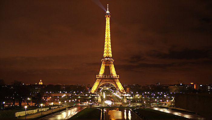 Vuelos baratos a par s visita a la torre eiffel for Pasajes aereos barcelona paris