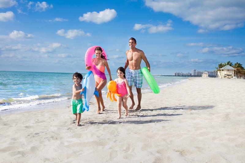 Diviértete en una playa de arena blanca en Florida