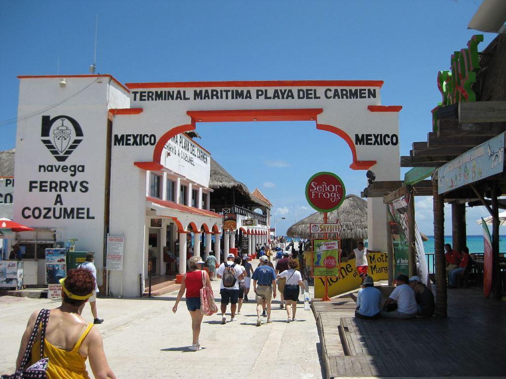 24ba8f0f33409 Seguramente has escuchado hablar de Playa de Carmen en más de alguna  ocasión ya que este destino es uno de los más populares de la Riviera Maya.