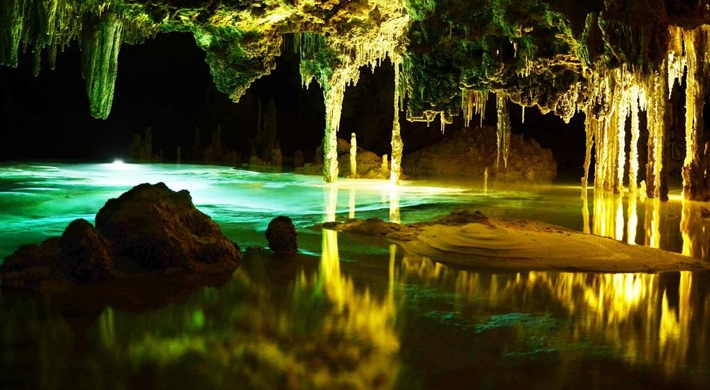 Cueva iluminada de Río Secreto